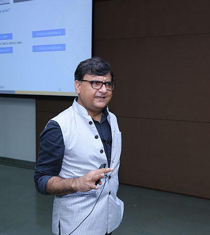 Dr Vikrant Makhija Auro University Surat